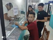 老挝受伤华客急需AB型血 老挝民众主动献血救急