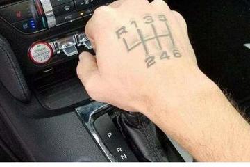 车界争议话题,自动挡和手动挡如何选?老师傅:手动省油自动省脚