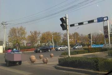 刚开车不会转弯!别急,老司机教给你4个实用的转弯技巧!