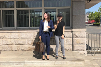 [视频]应莹与律师现身青岛监狱:还没开庭 大家辛苦了
