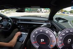 2019款奥迪A8 55 TFSI德国高速公路测试,轻松提速至267km/h