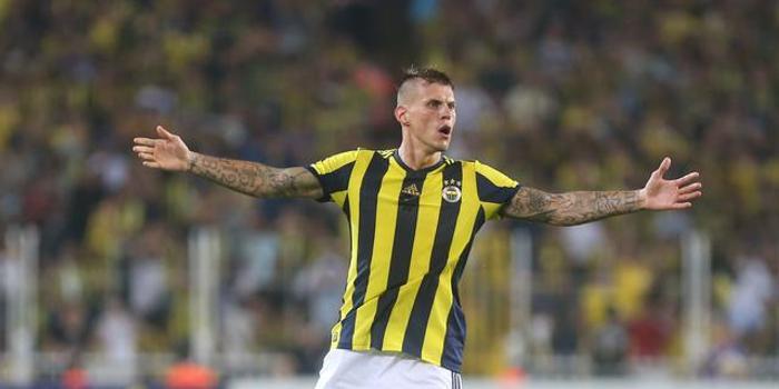 官方:伊斯坦布尔签下前利物浦后卫斯科特尔