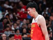 澎湃新闻:中国男篮是不是变成国足了?