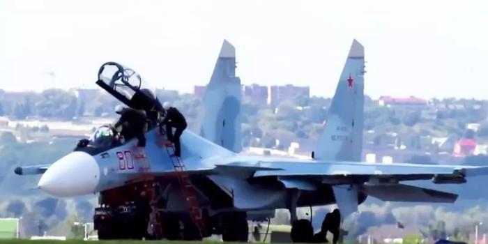 苏-30战机遭劫持怎么办?俄军:拿AK-74开枪拦停
