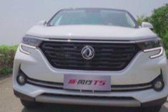 蹬蹬蹬蹬!这是加大号智惠5座SUV 新风行T5的表演时间!