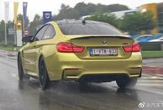 宝马汽车在雨中加速!M2,M3,M4,M5,E30 M3