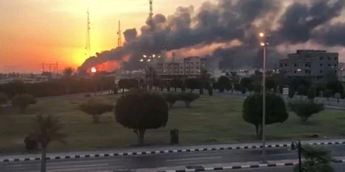 沙特心脏油田遭无人机轰炸 将削减一半产量