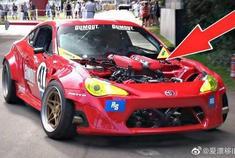 丰田GT86与法拉利V8引擎更换损坏其轮胎在Hillclimb