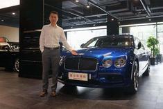 奔驰迈巴赫S560的最大对手?宾利飞驰的奢华,打开车门才会懂!