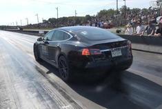 特斯拉Model S P100D(400米)直线加速创新纪录:10秒41。