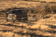 实拍福特猛禽皮卡山地越野测试 妈妈再也不用担心我陷泥潭里了