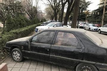 汽车停着也伤车?机件老化,轮胎变形