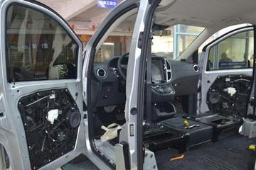 全能的奔驰威霆,换中控台,秒变V260,加装隔断,变雷克萨斯LM