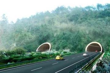 为什么进隧道老司机都不靠右侧行驶?老司机告诉你