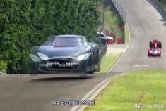 太刺激了,法拉利超跑和法拉利F1一决高下,看的我心潮澎湃!