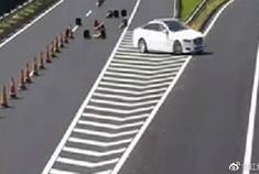 油罐车高速上敢这样为捷豹开路,两口子真是配合的天衣无缝!