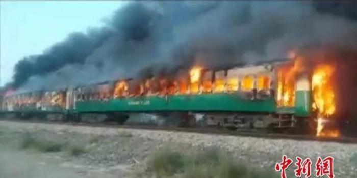 巴基斯坦火车大火致73死 盘点该国近10年铁道事故