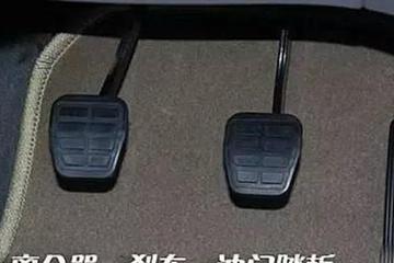 手動擋車輛駕駛技巧:踩剎車降速時,是否需要同時踩離合?
