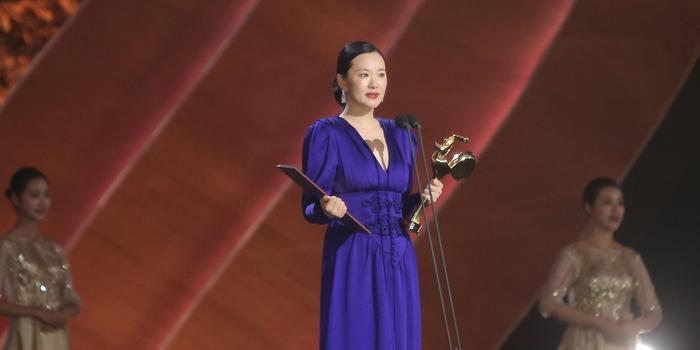 咏梅获金鸡奖最佳女主角 感慨:多么的幸运