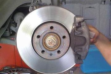 汽车刹车片多久更换一次?如何判断和检查?