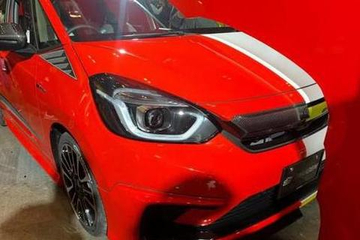 改装车界的杠把子,飞度半红半白改装版亮相,看一眼热血澎湃