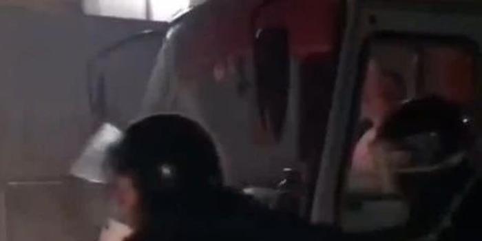 从中国包机撤离的乌克兰人回国后 魔幻的一幕发生了