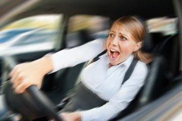 老司机绝对不会犯的3个错误,太伤害汽车,快看看你有吗