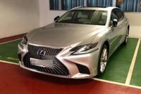 小伙花160万在香港买辆雷克萨斯LS500,新车漆面很抢眼