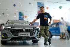 荣威i6 MAX丨15万元以内颜值担当,挑战帝豪、逸动胜算几何?
