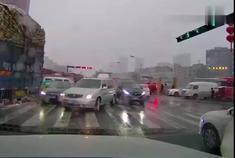 行车记录仪:连续两天遇到这加塞车,真以为开辆别克GL8就了不起