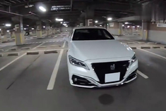2018日版新款丰田皇冠2.5LHYBRID四驱夜间驾驶-第一视角