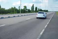 丰田凯美瑞VS斯柯达明锐加速比赛,差距太大了吧!