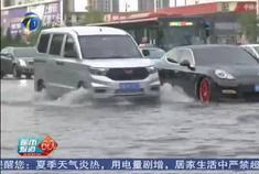 天津突降暴雨,积水路段保时捷趴窝,五菱宏光呼啸而过