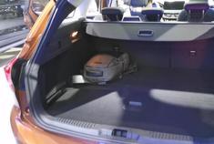 福特福克斯旅行版比两厢版好在哪?拉开尾门就知道了……