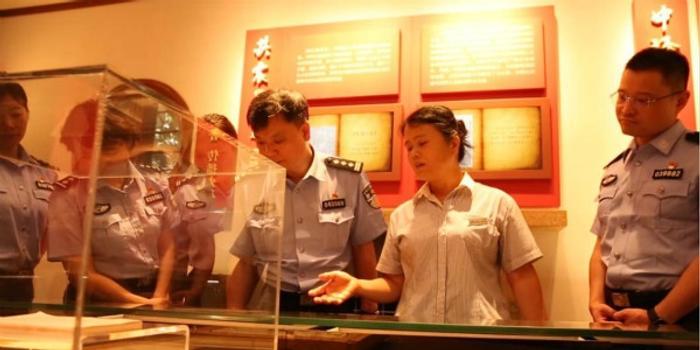 """杨浦民警绘制""""红色地图"""" 打卡"""