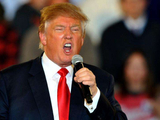 特朗普执意举办盛大提名大会,将连任可能性押在经济反弹上