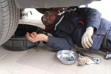 给车子换机油就是保养?老司机:不换这4个零件,吃亏的就是你