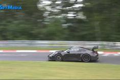 保时捷911 GT3 RS测试,新车的鹅颈尾翼看起来比车身都宽了~