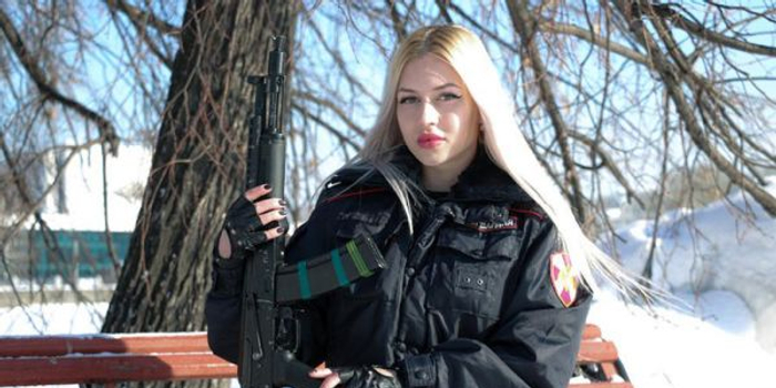 俄軍方官宣:這位就是俄近衛軍最美女戰士(圖)
