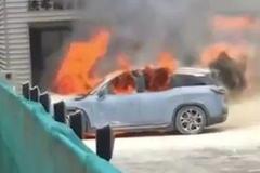 """@易车网 自燃事件频发 电动车的安全谁来""""负责""""?"""