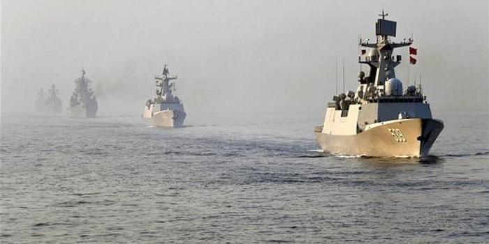 港媒:中俄军演助中国海军战力提升  军舰比美还多