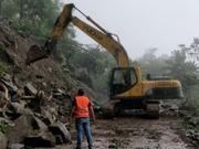 宜宾地震救援进行时:清理滑坡、恢复交通
