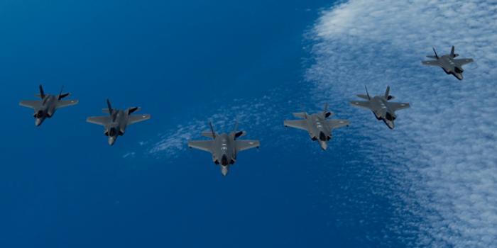 美英以3国F-35齐聚地中海 演练与敌五代机作战