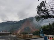 贵州山体滑坡:男子陪母亲看病躲过一劫 12名家属失联