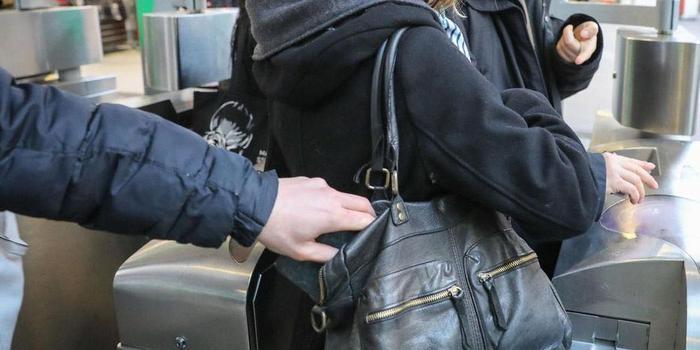 巴黎被盗身份证件流入黑市  利润高达上百倍