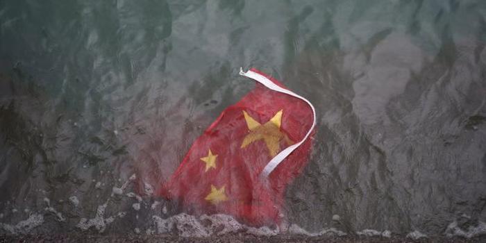香港建制派憤怒譴責暴徒侮辱國旗等行徑:無法無天