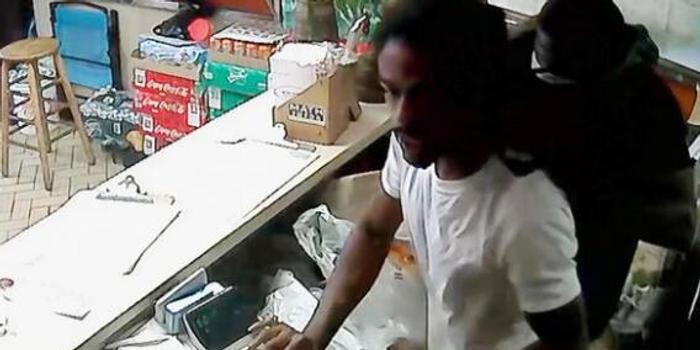美國中餐館遭搶劫 華裔老板娘揮刀嚇跑劫匪
