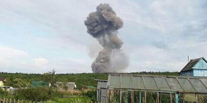 俄消防员清理残余爆炸物时军火库再爆炸 5人受伤