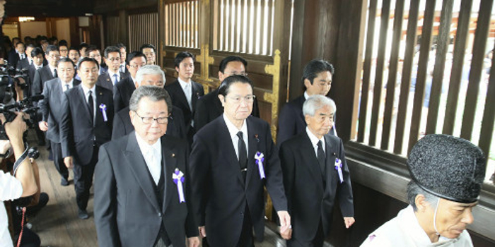 50名日本国会议员参拜靖国神社 安倍晋三献祭祀费