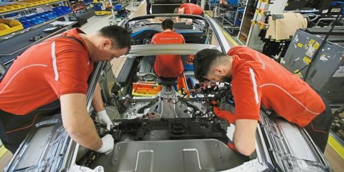 美媒:九大经济体遭衰退威胁 美国或陷入经济萎缩
